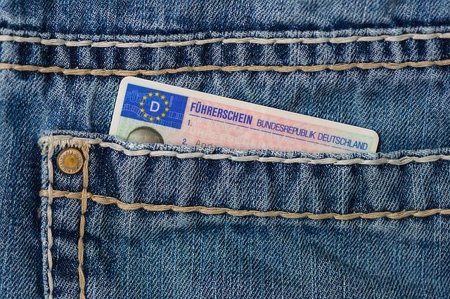 Körkort i jeansficka.